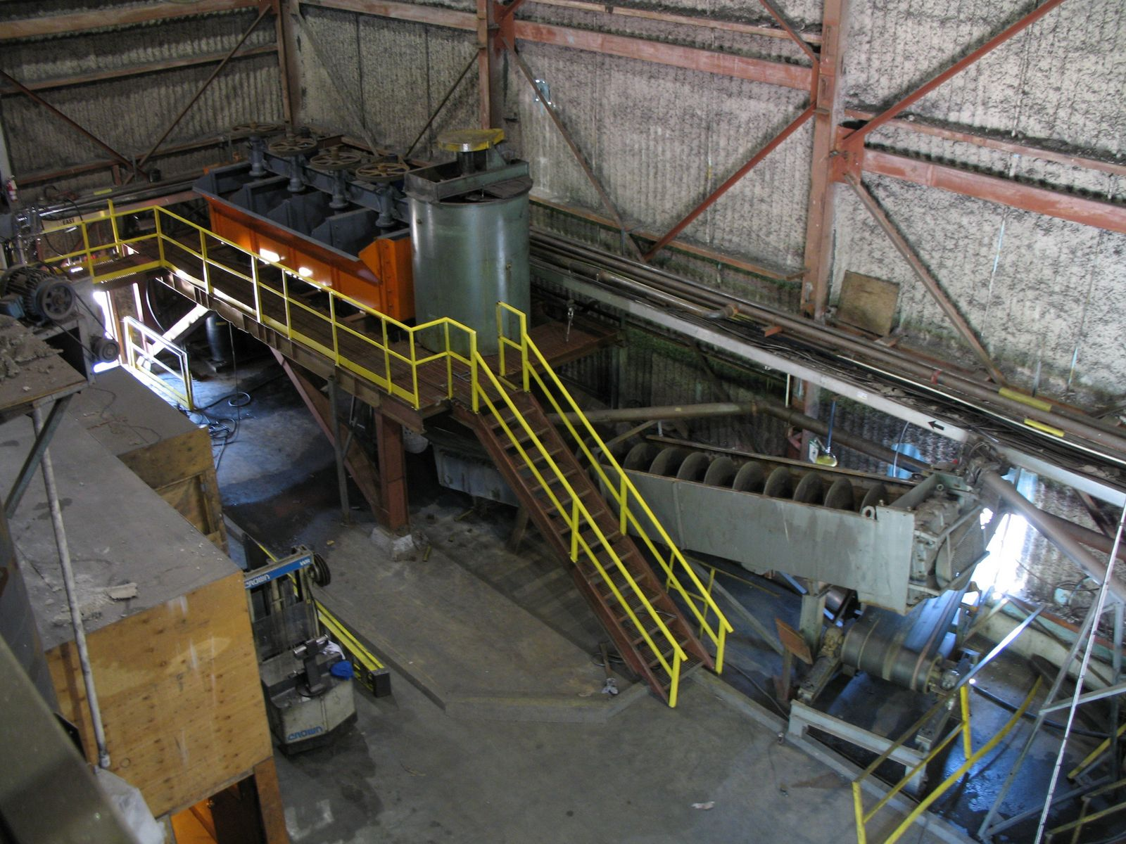 Inside plant – classifier screw carries away the sand