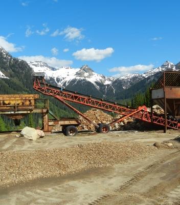 Screening equipment removes oversize rocks