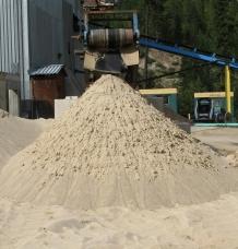 Medium sand – ideal for golf courses